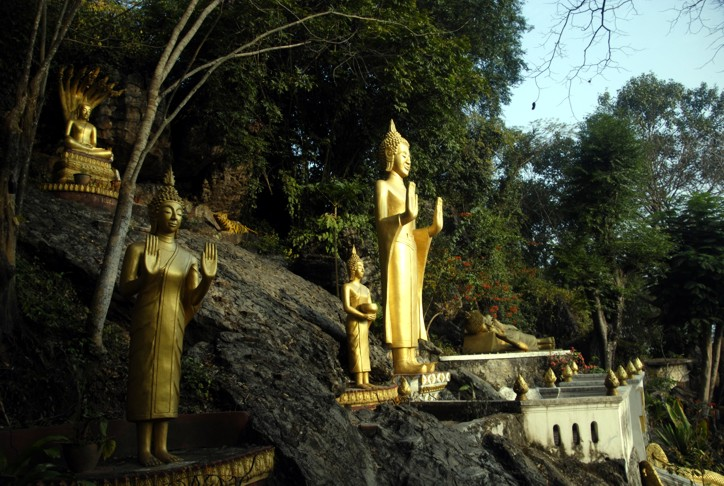 Buddha seisoo