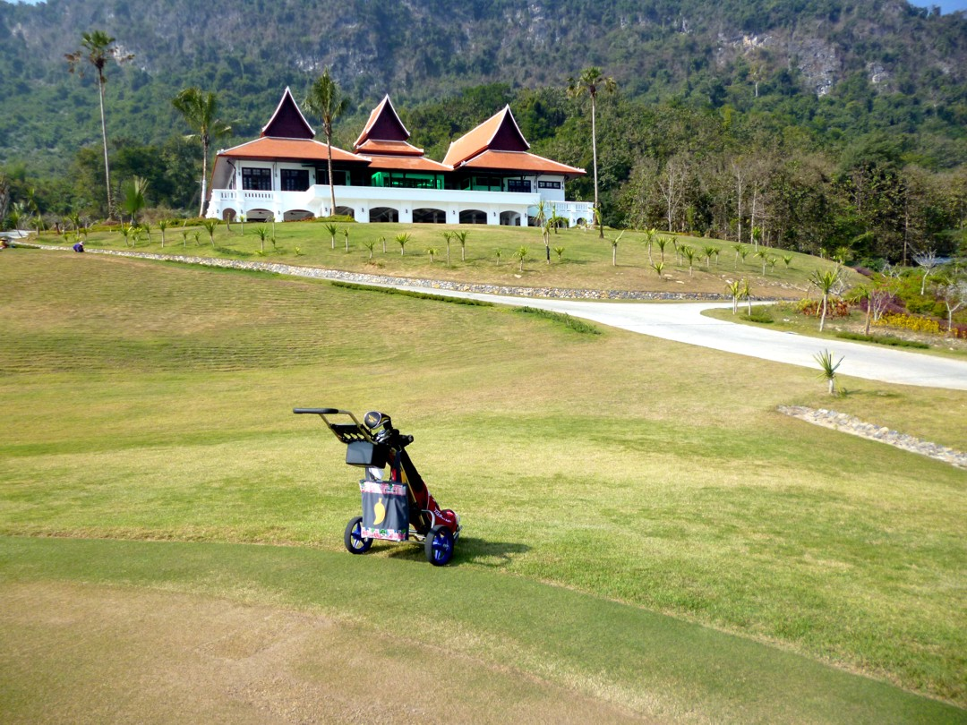 Luang Prabasngin tyhjä golfkenttä