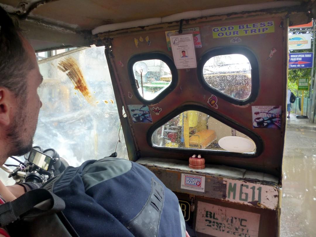 näkymät irvistävästä taksista