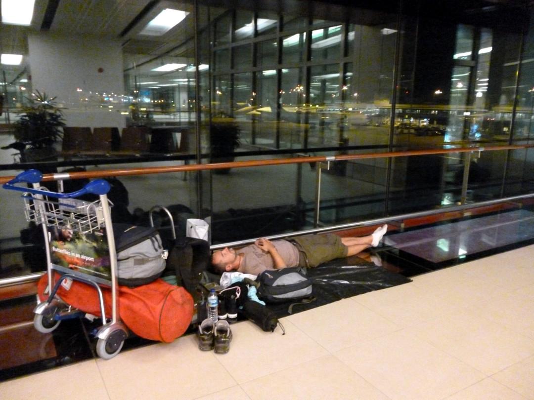 makoisat unet lentokentällä
